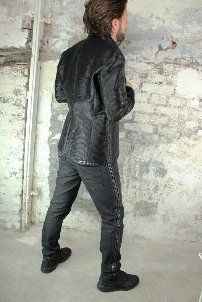Herrenjacke aus schwarzem, bast-ähnlichen Stoff