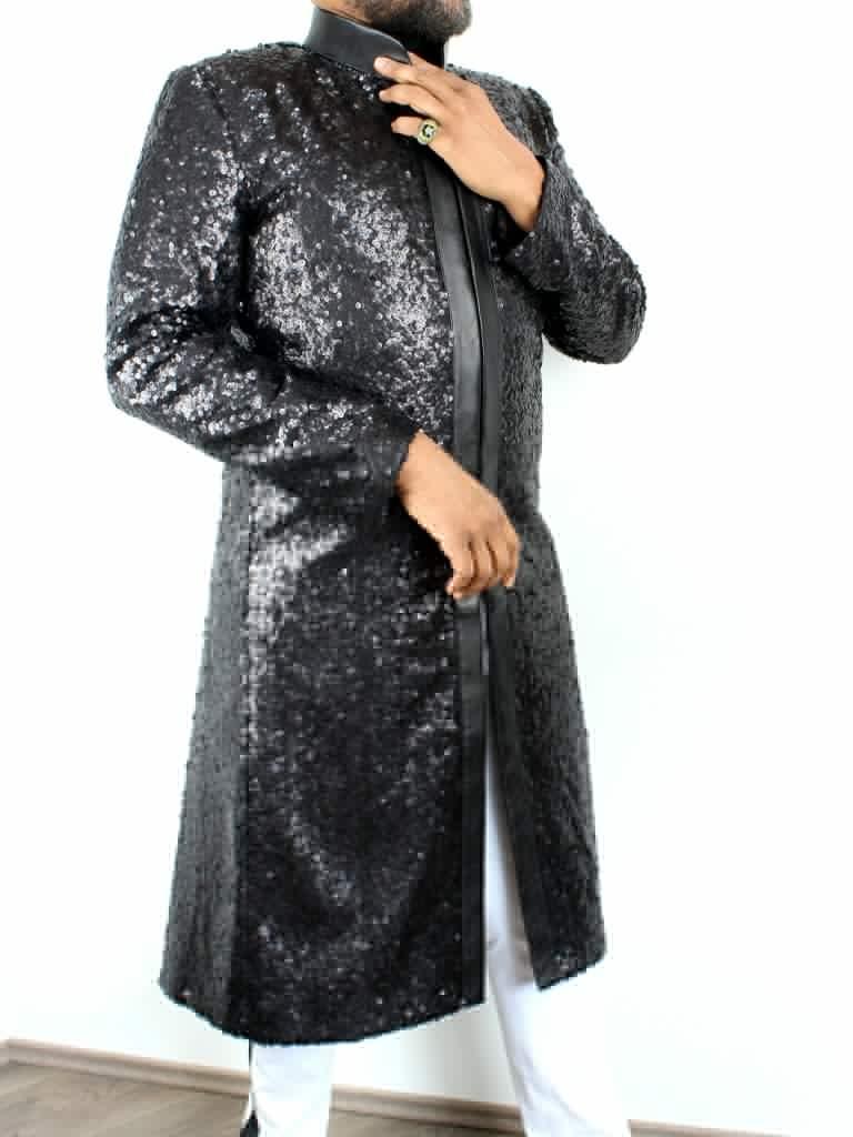 Schwarzer Pailletten-Herrenmantel mit Lederbesatz